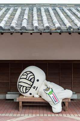 Mascot Udon-no (Noodle Brain) takes a rest