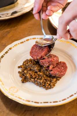 Lentils accompany the zampone