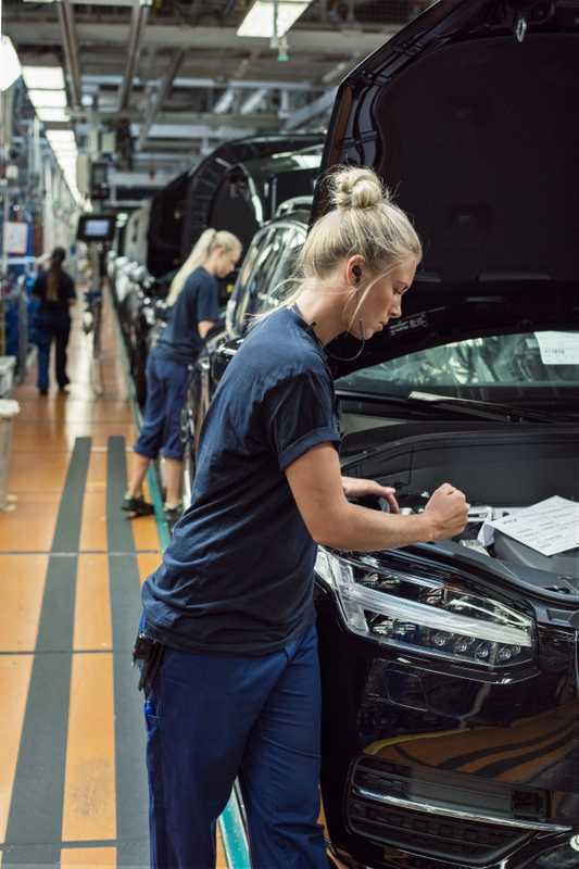 There are 6,500 workers in the Torslanda factory