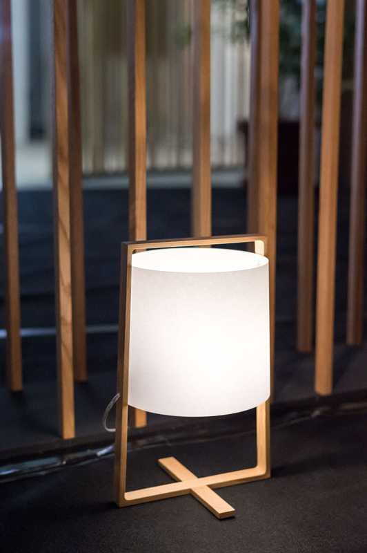 H+ standing light in beech by Moare