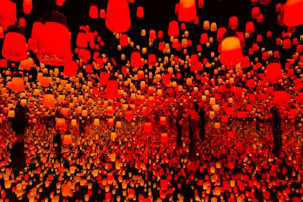 'The Forest of Resonating Lamps', Mori Building Digital Art Museum: TeamLab Borderless