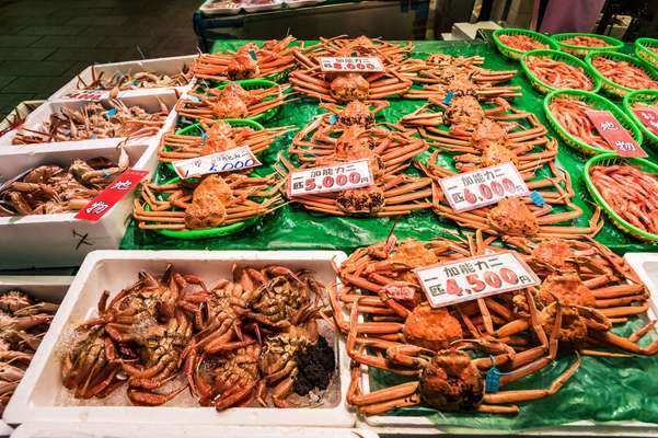 Fresh crabs for sale at Ohmi-cho market