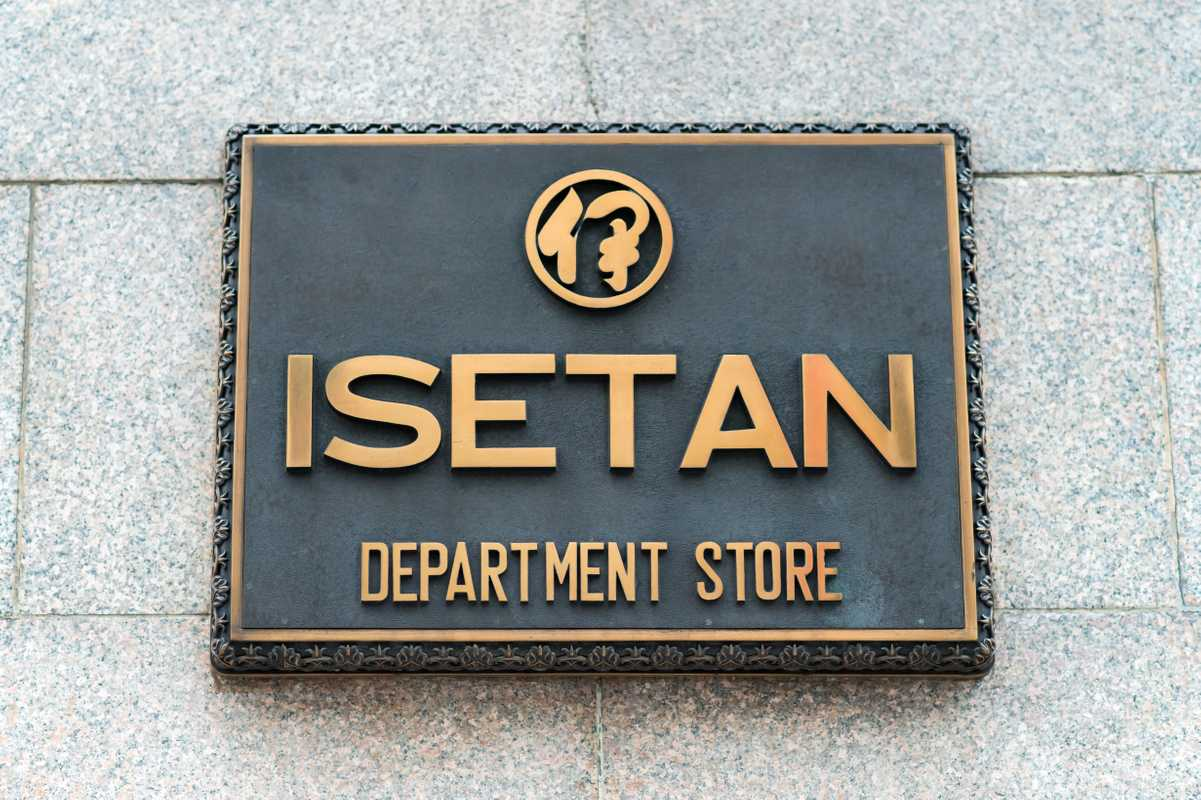 Shinjuku Isetan opened  for business in 1933