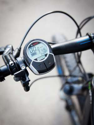 The Stromer ST1's interface, showing battery charge and range