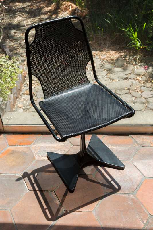 A variant of the HemisFair chair