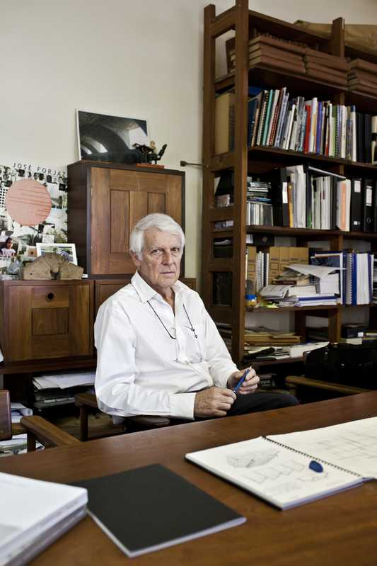 José Forjaz at his desk