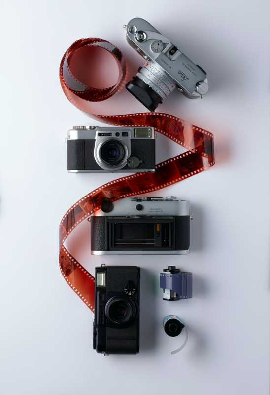 From top: a Leica MP 0.85, a Fuji Klasse W in silver, a Leica M7 0.72 and a Fuji Klasse W in black