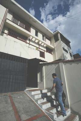 Dada arrives at the 'El Faro' offices in Colonia Escalón, San Salvador