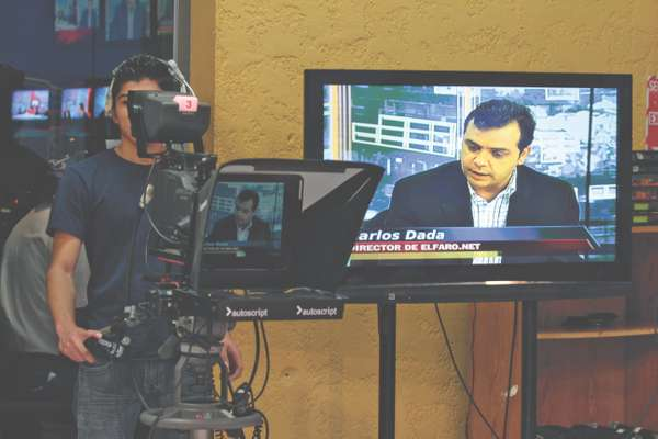 Filming the Channel 33 show '8 en Punto'