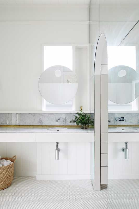Light-filled bathroom