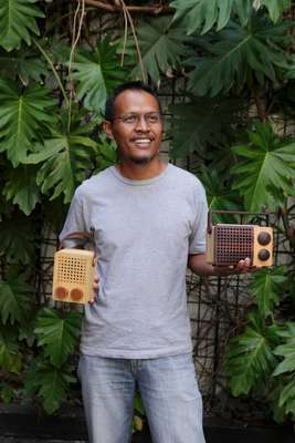 Singgih Susilo Kartono with his wooden  Magno radios