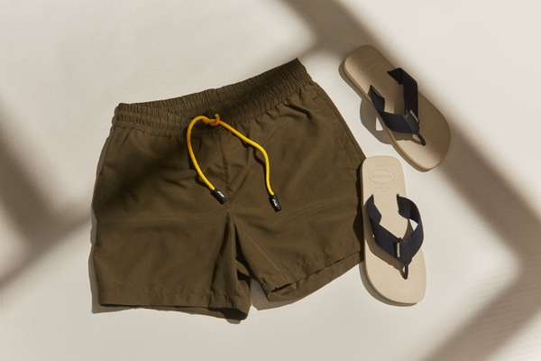 Swimming shorts by Evin, flip flops by Havaianas