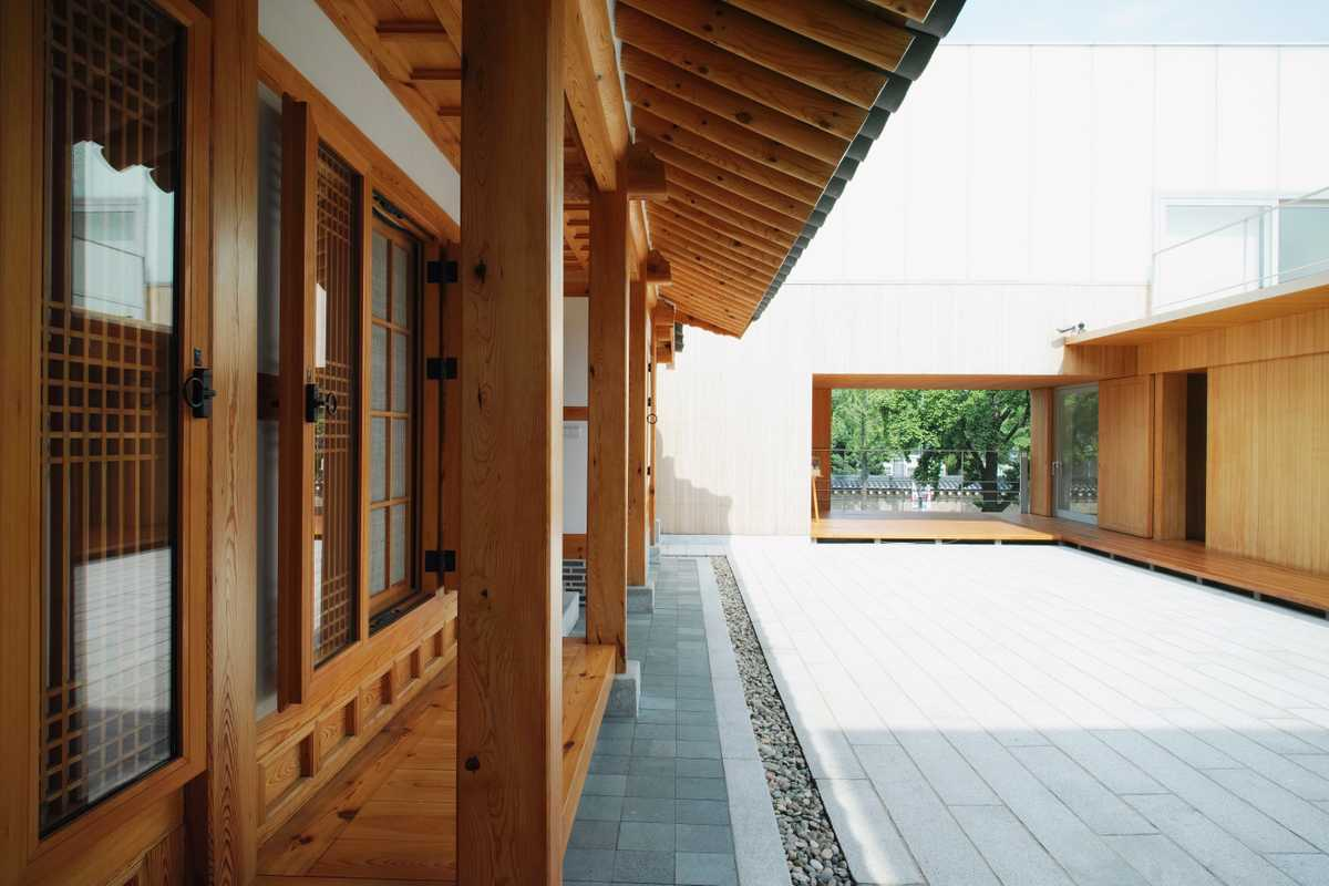 Hanok' and courtyard