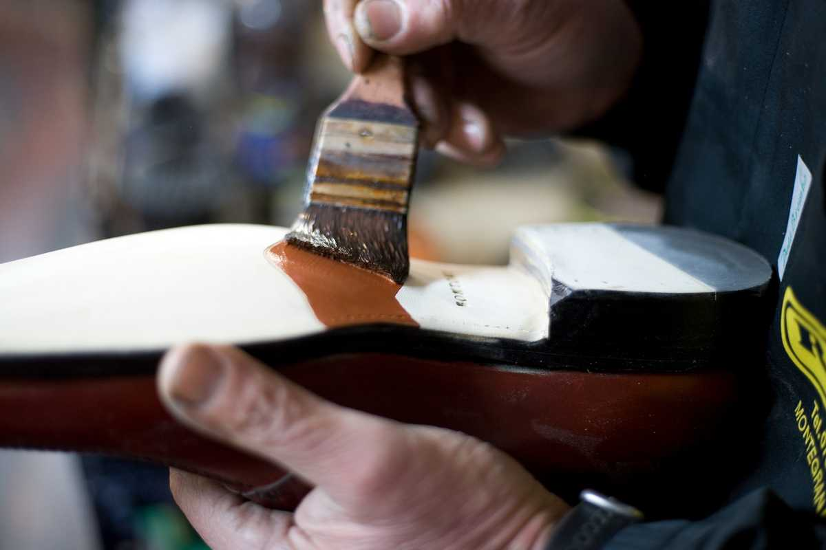 Bruno Falappa paints a leather sole