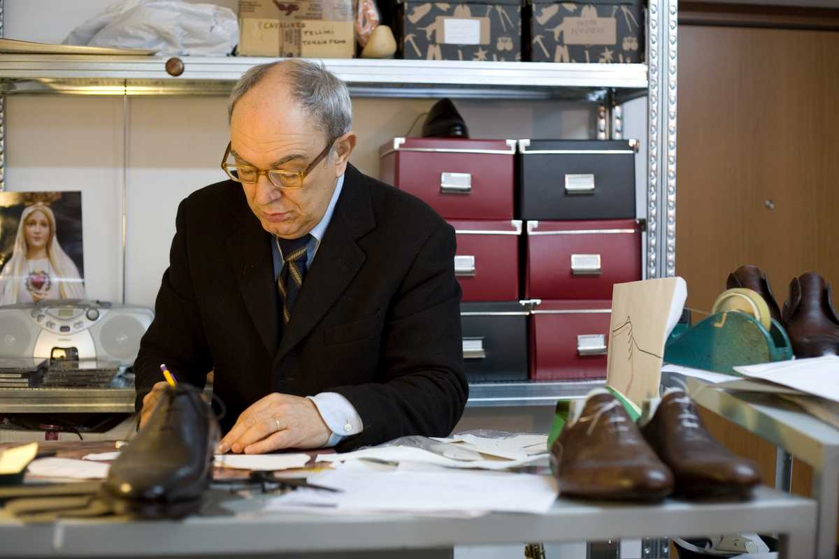 Manfredo Gazzani sketching designs in the Bontoni workshop