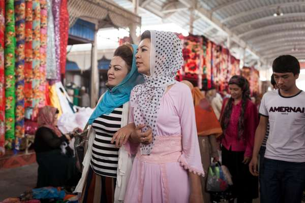 Shoppers at Kashgar Sunday Bazaar