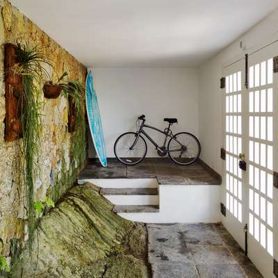 Entrance: Visitors are welcomed by a sheer rock-face and the requisite accessories of any self-respecting Rio resident - a bicycle and a surfboard