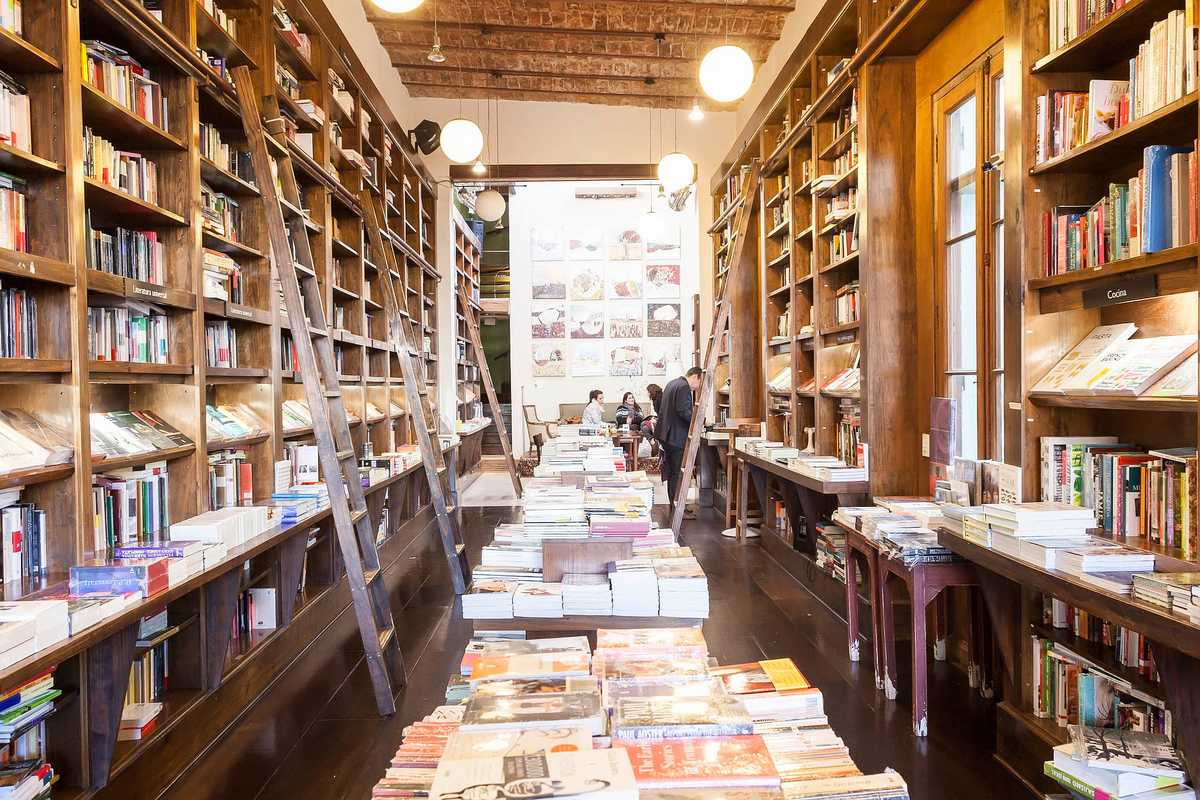 Libros del Pasaje's well-stocked shelves