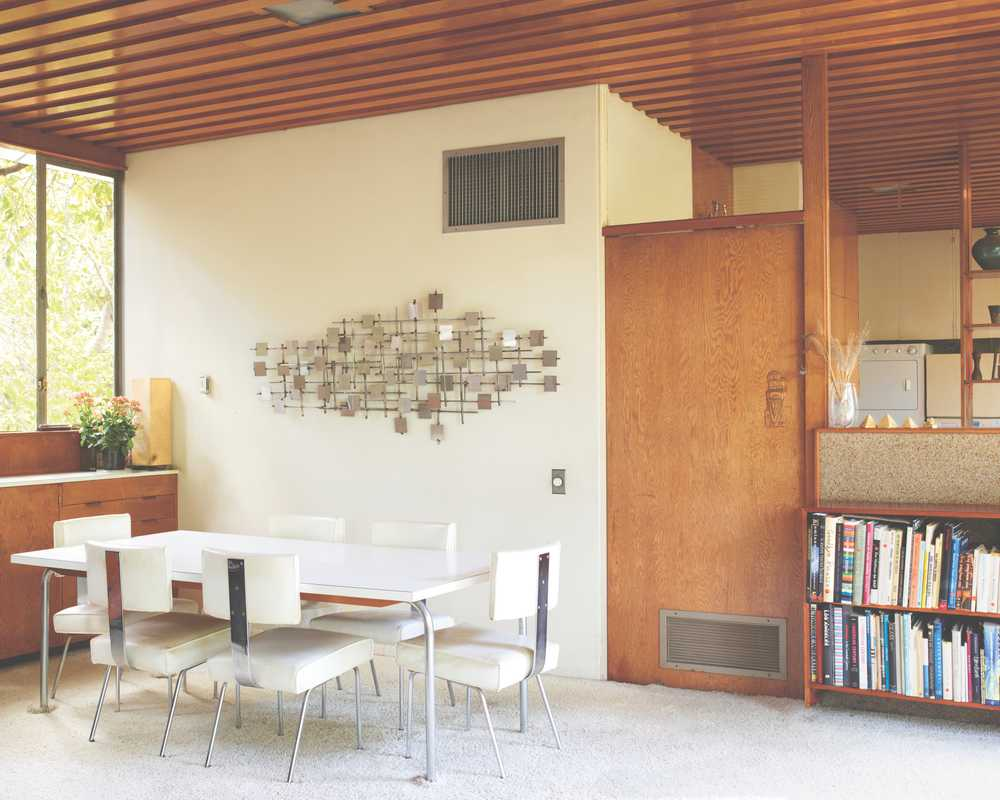 Dining table and chairs that Richard Neutra designed in the 1930s