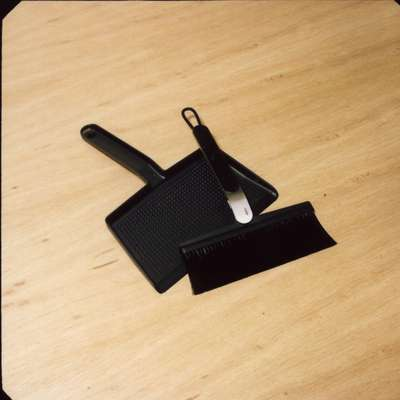 Vipp/broom and dustpan