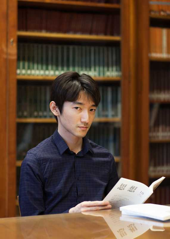 Student in the library at Japan's house, the Maison du Japon