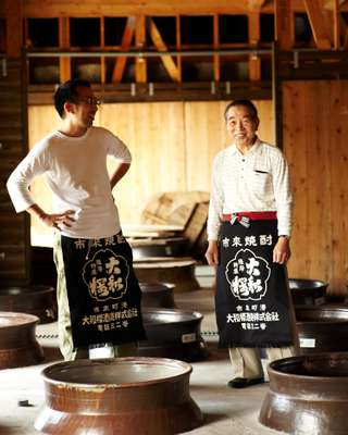 Yamatozakura sake maker Kazunori Wakamatsu (right) and his son, the fifth-generation maker, Tekkan Wakamatsu