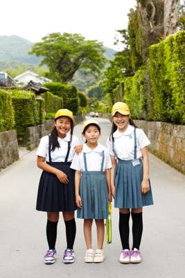 Schoolchildren visit the samurai gardens in Chiran