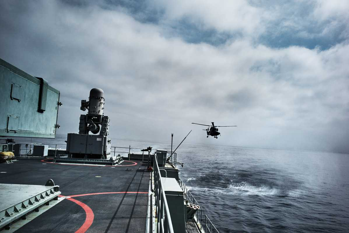 A helicopter lands on the frigate 'Vasco da Gama'