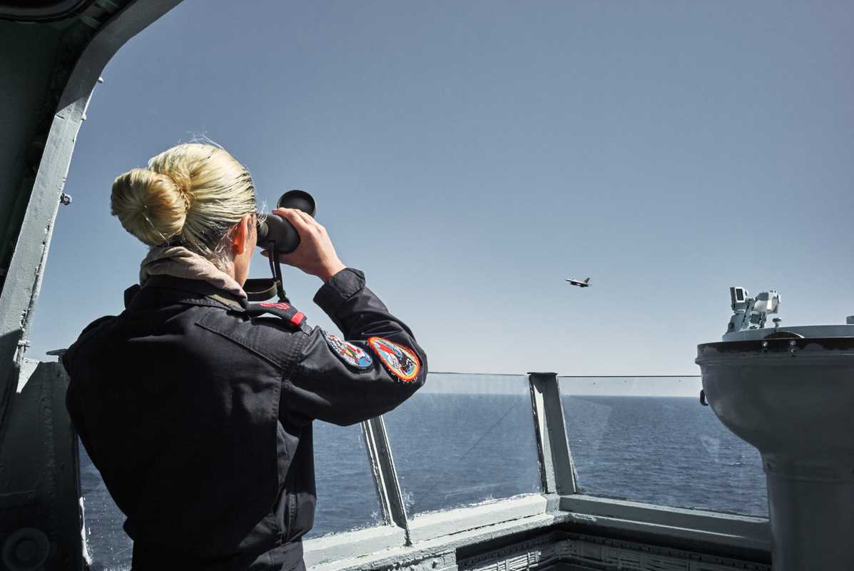 sailor on the 'Bérrio' keeps watch during a simulated aircraft attack
