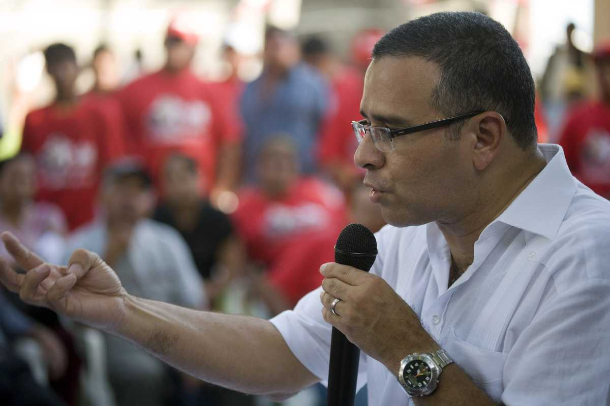 Funes gives a speech to voters in Conchagua