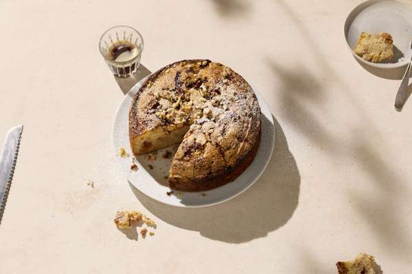Milopita: apple and brandy cake