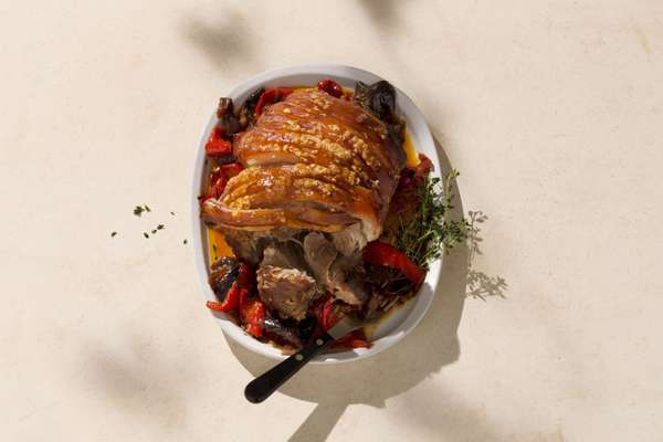 Pebronata: slow-cooked pork shoulder with thyme and peppers