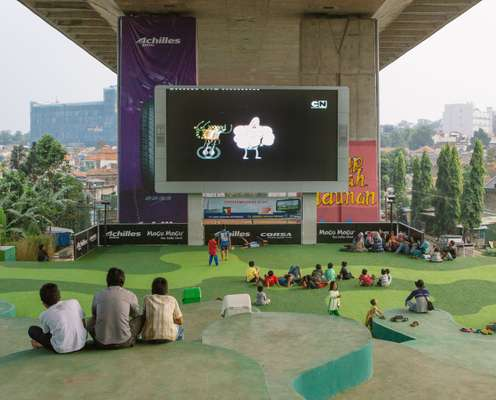 Taman Film screen under Pasupati flyover