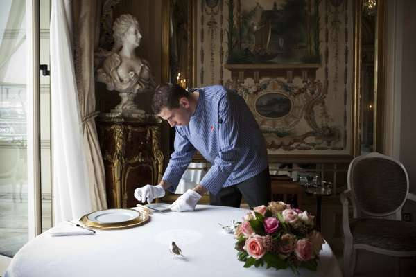 Preparing the tables at Le Louis XV
