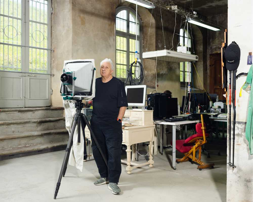 Massimo Vitali at his studio with his 11x14 inch camera