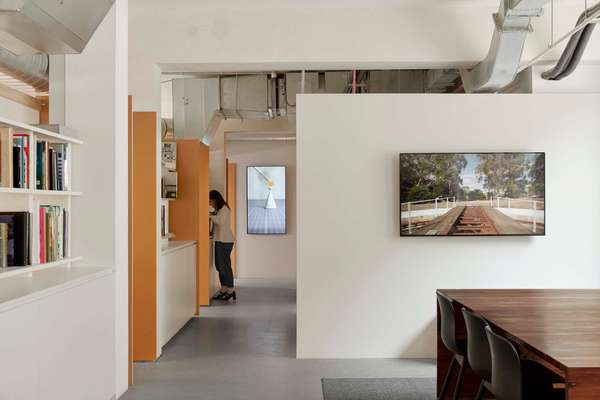 Studio Round HQ by Design Office