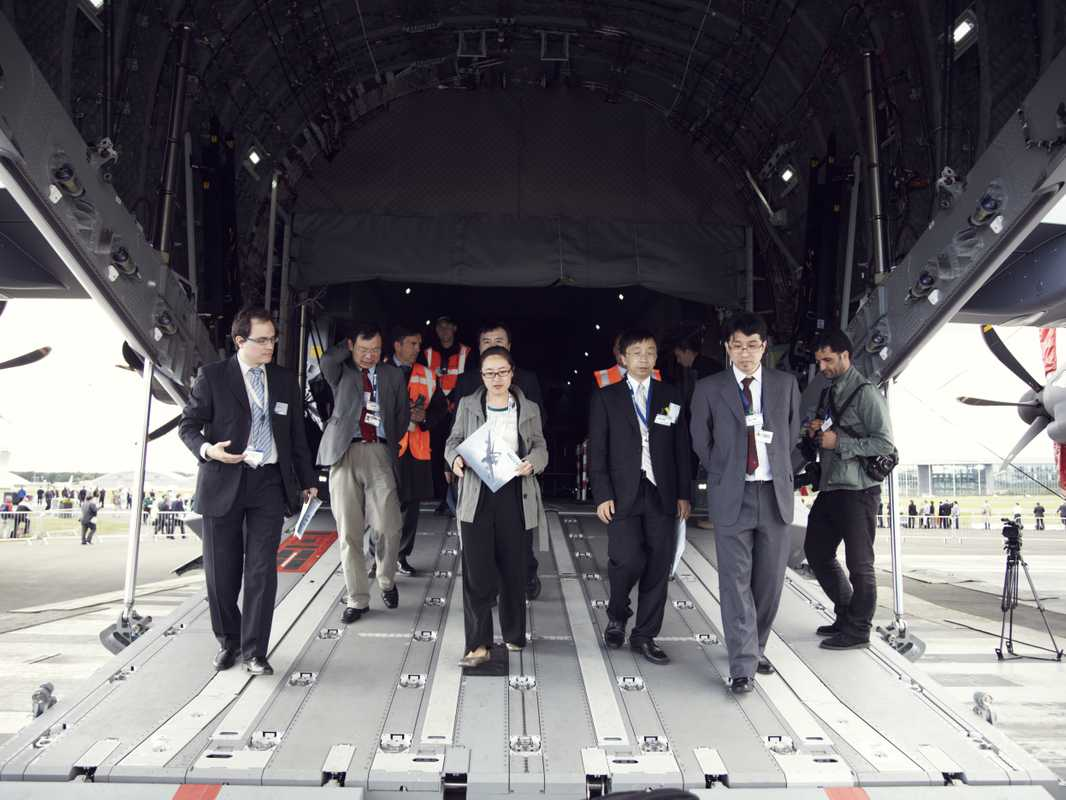 Delegation leaving the Airbus A400M Atlas