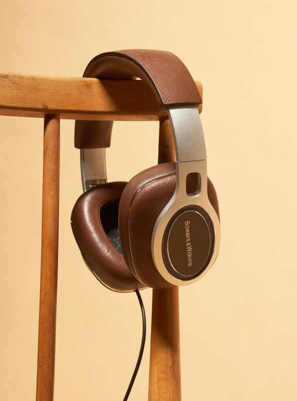 03 Headphones, Bowers & Wilkins