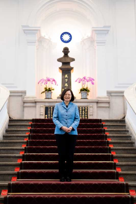 Tsai in front of a statue of  Dr Sun Yat-sen, founder of the Republic of China
