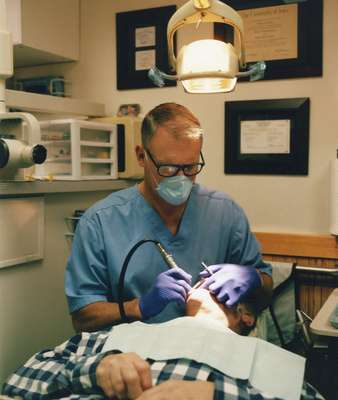 Dentist Thomas Roemer