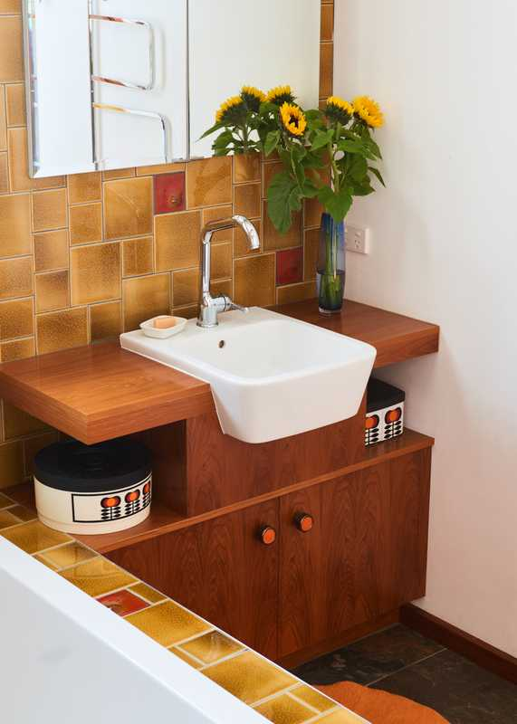 Wooden console in the bathroom