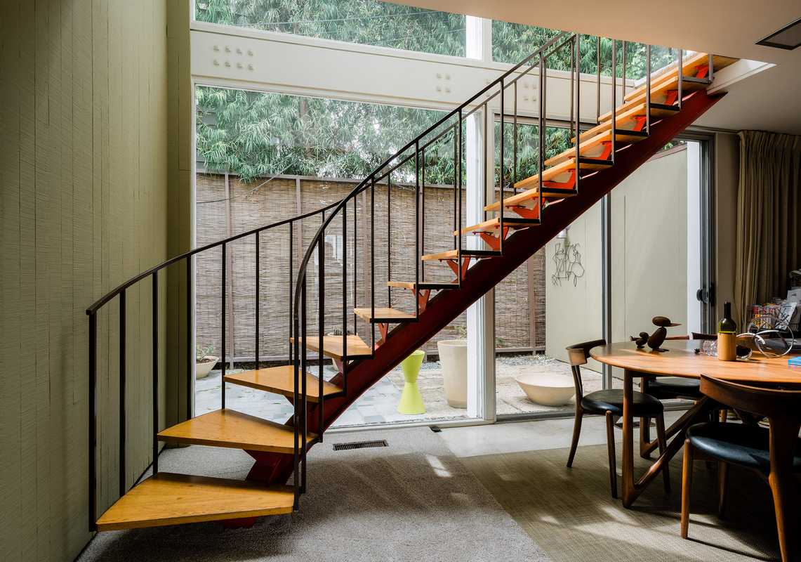 The bannister rail is fashioned from a single piece of bent metal
