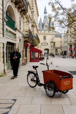 Bordeaux' deliveries are made by electric bike