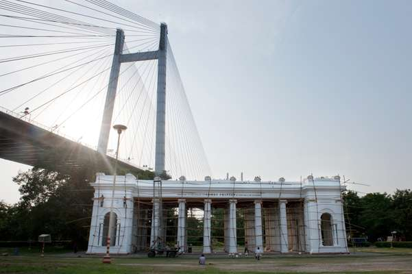 Princep Ghat and Vidyasagar Setu Bridge