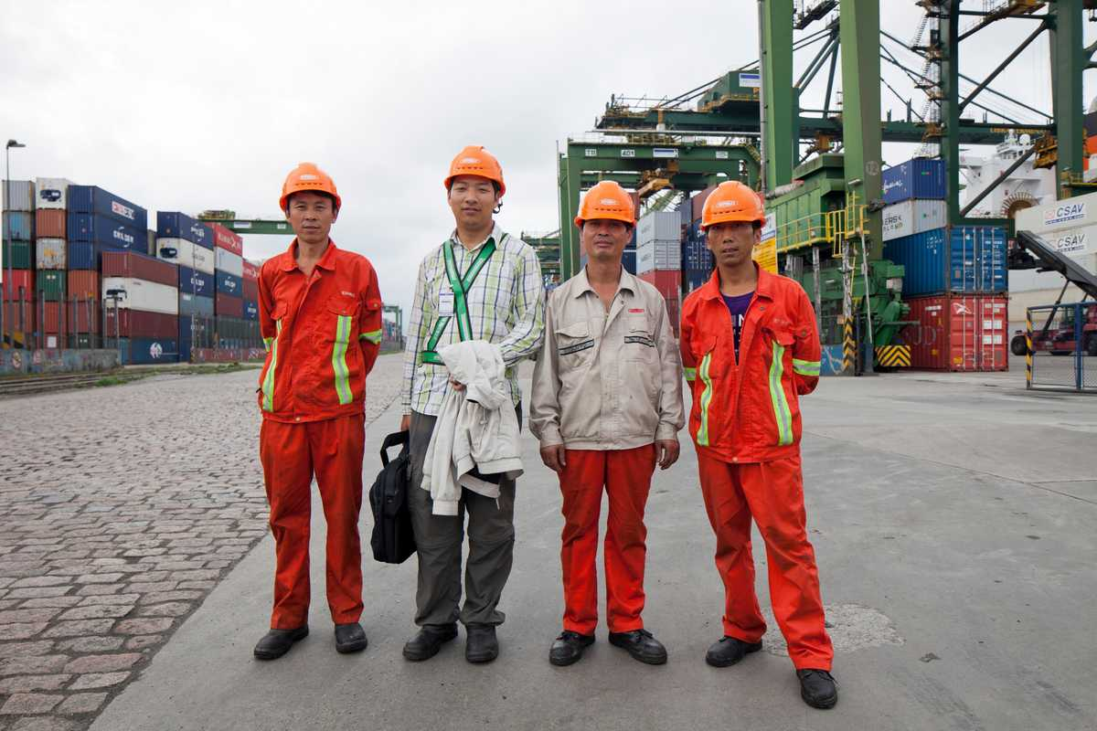Chinese workers at Santos port