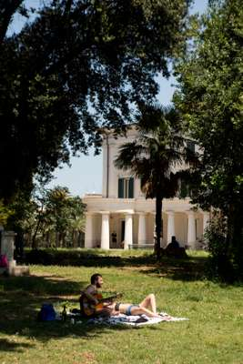 Guitar singalong in Villa Torlonia park