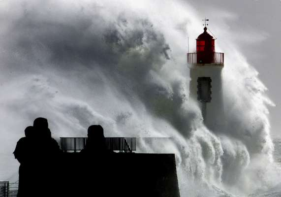 6 November 2000: wave hitting Les Sables D'olonne lighthouse during a storm