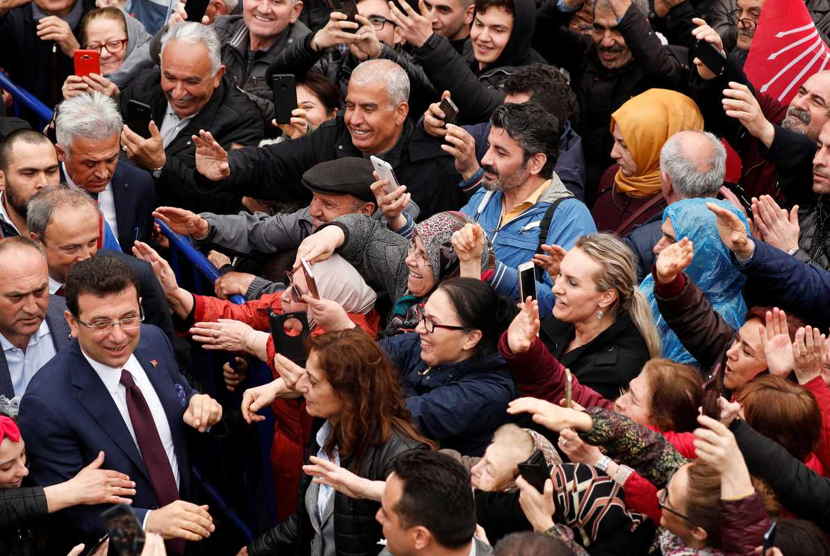 Ekrem Imamoglu meeting supporters