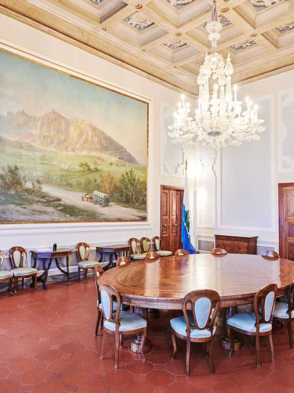 Meeting room in Palazzo Begni, overlooked by a scene from Sammarinese history