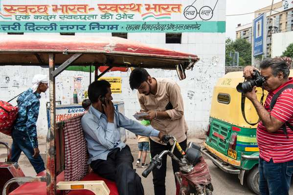 Delhi city reporter Paras Singh investigating rumors that electric rickshaws are running on dirty fuel